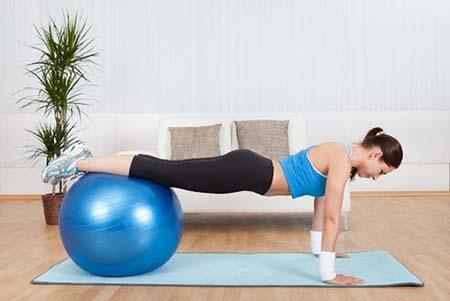 bài tập pilates với quả bóng tăng chiều cao
