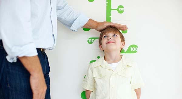 chiều cao cân nặng chuẩn cho trẻ