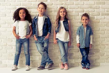 lựa chọn trang phục phù hợp để trẻ phát triển