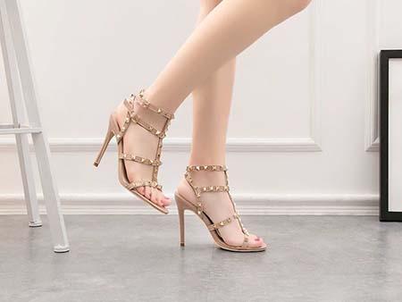 mang giày cao gót giúp tăng chiều cao tuổi 24-27