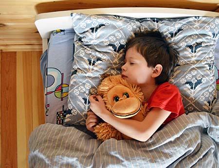 ngủ sớm và đủ giấc giúp trẻ 5-8 tuổi phát triển tốt