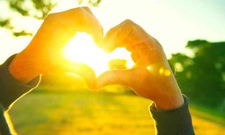 tiếp xúc ánh nắng mặt trời giúp tăng hấp thụ canxi