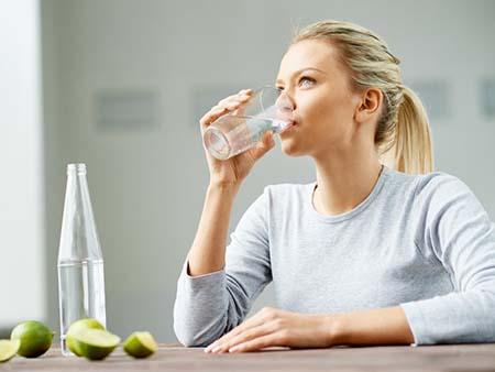 uống đủ nước giúp tăng chiều cao ơ tuổi trưởng thành